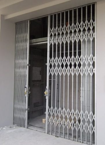 komponen pintu harmonika